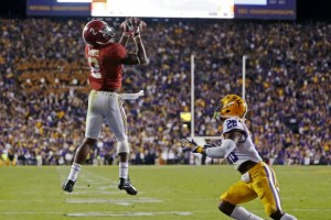 DeAndrew White catches the touchdown pass in overtime that would help the Tide secure a dramatic comeback victory in Death Valley. Image via Bleacher Report.