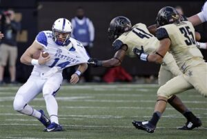 BOWL GAME CHANCES SLIM AFTER KENTUCKY LOSES TO VANDERBILT 21- 17